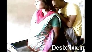 Desi Village sex in shop  spy video - XVIDEOSCOM